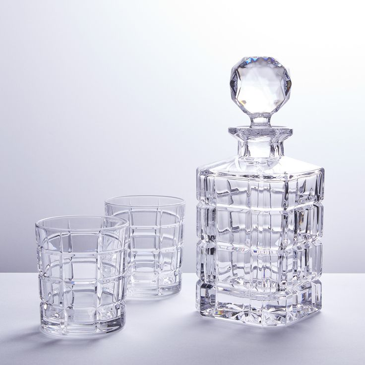 Crystal Big Squares Whiskey Decanter   Six Liquor Glasses The Crystal Big Squares Whiskey Decanter is a traditional crystal barware style, brought back by popular demand. The square cut is masculine and stylish and cra