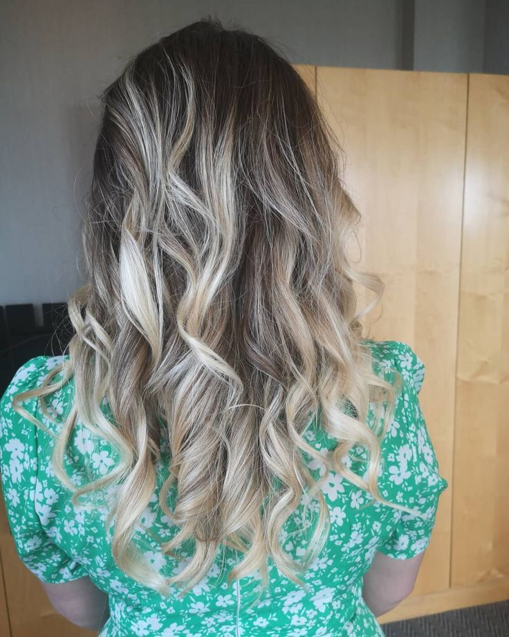 Boho beachy waves still rocking the guest list for wedding hair this year. If yo...,  #beachy...