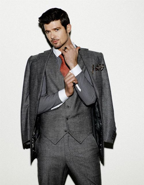 Robin Thicke looking good as usual. Wood be a good Grey from 50 shades :)....maybe idk