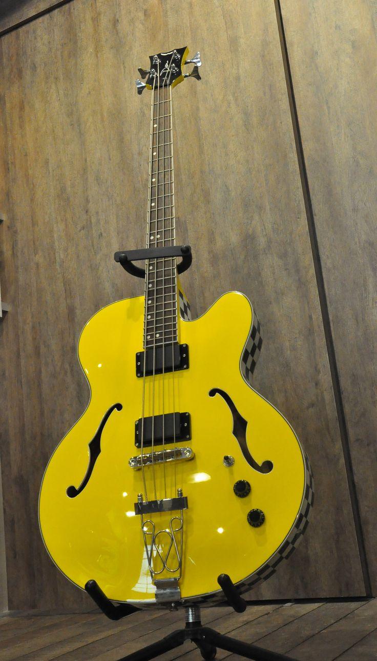 Baixo Dean Semi Acústico Amarelo Com Lateral Quadriculada - Clique para comprar