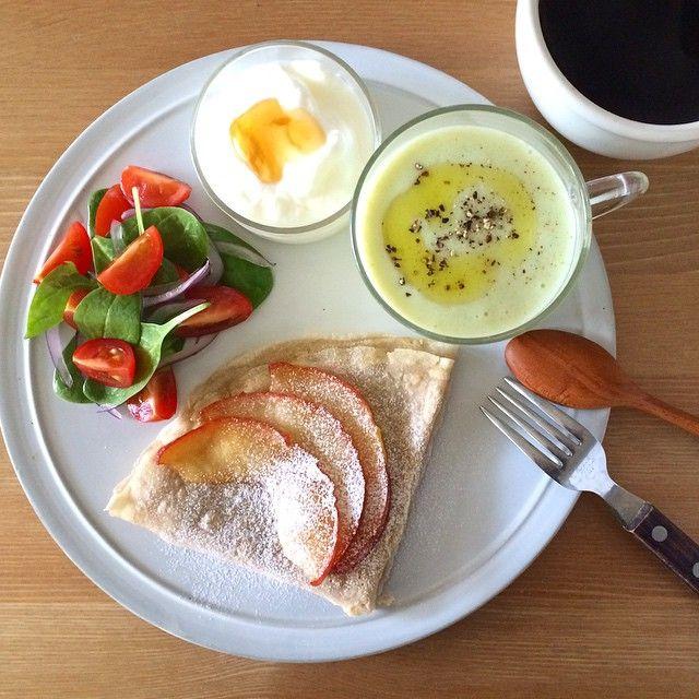 Instagram media keiyamazaki - Today's breakfast. Asparagus Soup. この週末は両親が実家から来るのだけれど、10時くらいに着くと思ってのんびり洗濯とかしていたら、すでにけっこう近くまで来ているとのこと。早っっ。あわてて朝ごはん。まだ今日掃除してないよ…