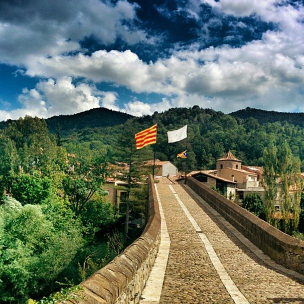 This is where the Day 1 Stage 2 (uphill) of the cycling began. The picture perfect #path in #Olot is an amazing inspiration for the #TravelMonk to cycle uphill, no?