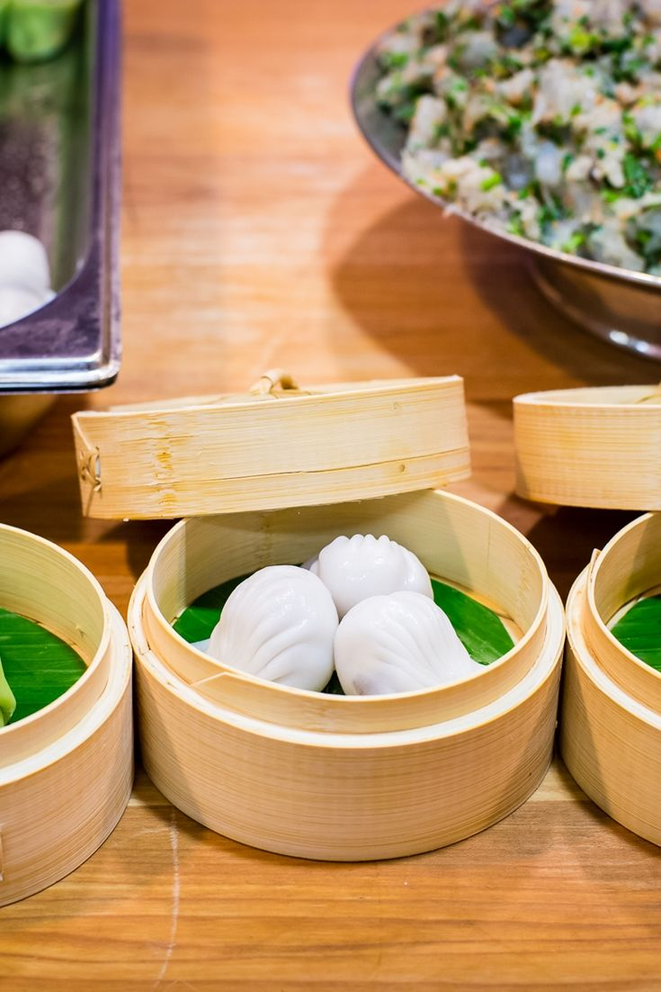 This stunning collection of dim sum recipes features recipes from top Chinese chefs including Tong Chee Hwee's har gau & Jeremy Pang's scallop siu mai.