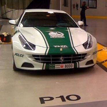 Dubai sepertinya senang membuat sensasi. Setelah memilih Lamborghini Aventador sebagai mobil polisi, kini giliran supercar buatan Ferrari yang dipakai.    Read more: Dubai sepertinya senang membuat sensasi. Setelah memilih Lamborghini Aventador sebagai mobil polisi, kini giliran supercar buatan Ferrari yang dipakai.