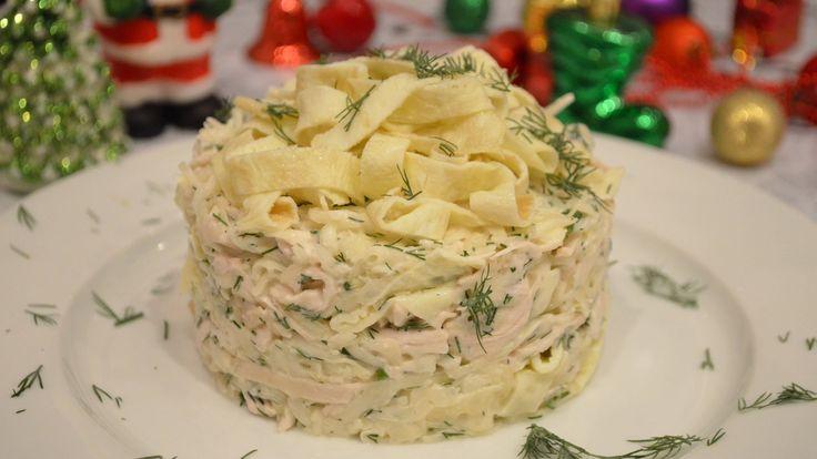 Очень вкусный салат с омлетом. Такой салат отлично будет смотреться на праздничном столе. Чтоб оформить салат как на видео и у вас нет кольца используйте пла...