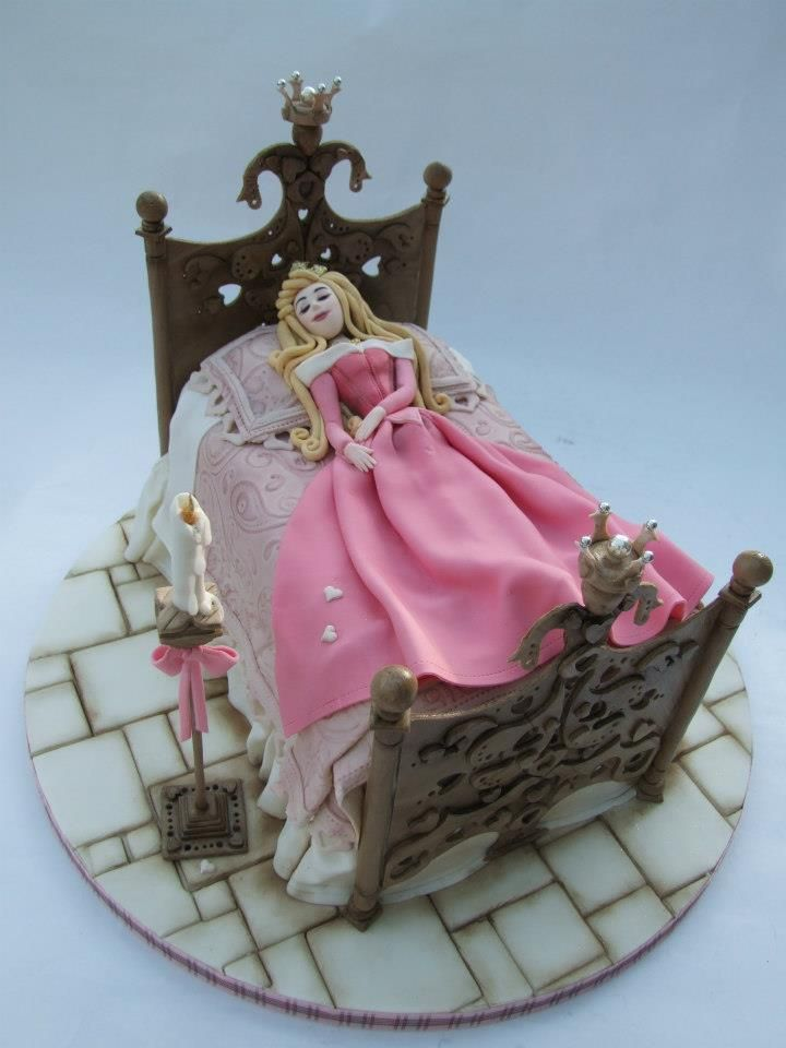 Sleeping Beauty Cake! This would be better if her dress was blue - since that's the color she was wearing when she touched the spindle!