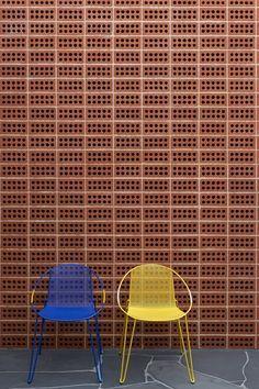 Three Parts House / Architects EAT #silla #textura #muro #color