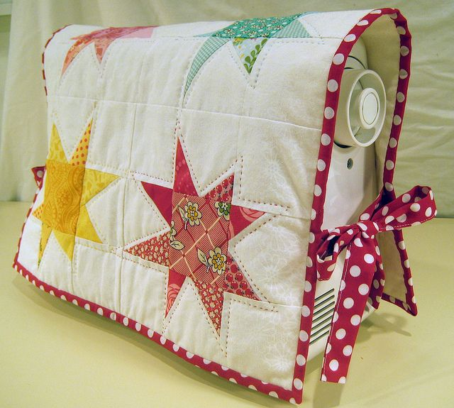 sewing machine cover, scrappy stars by deux petites souris, via Flickr