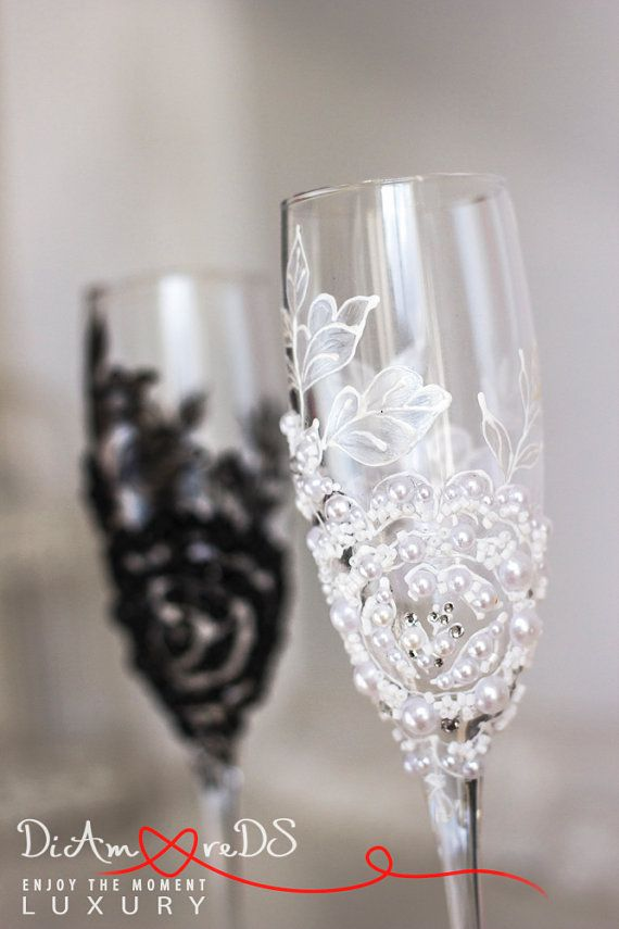 Black and white, wedding toasting glasses, bride and groom, flower, champagne flutes, pearls wedding, classic gift ideas, Art Deco, 2 pcs