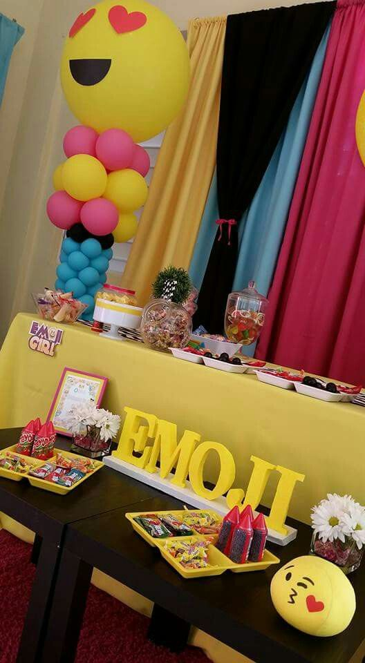 Emoji birthday party emoji party pinterest emoji for Emoji bedroom ideas