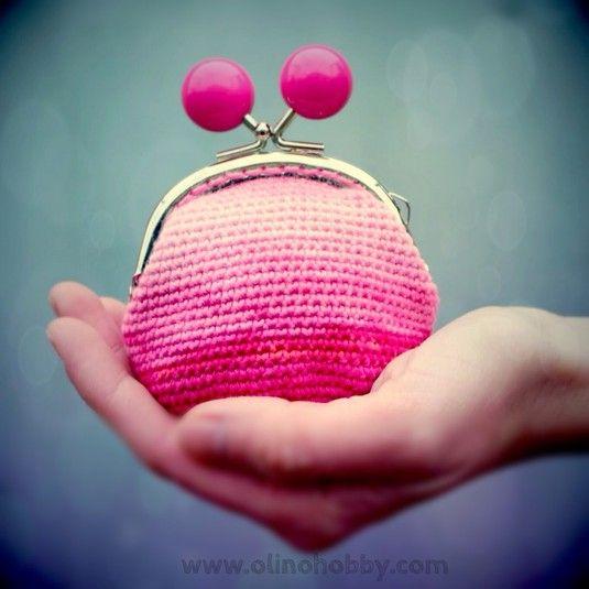 вязаный кошелек с фермуаром, вязаный кошелек на застежке с шариками, кошелек вязаный крючком, стильный вязаный кошелек, розовый вязаный кошелек