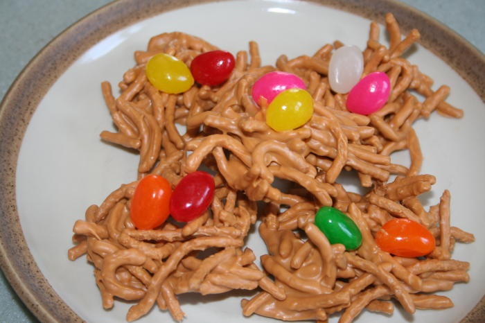 yummy peanut butter and chow mein noodles birds nests with