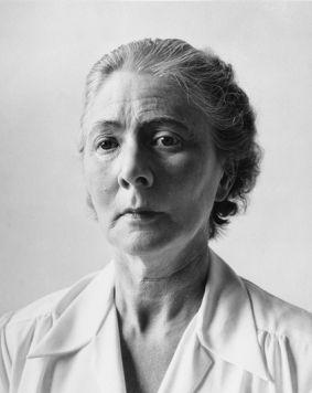 Charley Toorop (1891-1955) wordt beschouwd als de meest prominente vrouwelijke Nederlandse kunstenaar van de 20ste eeuw. Ze creëerde een oeuvre dat is een sterke wil, zelfbewust en sociaal geëngageerd.
