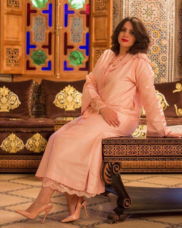 Aida en #djellaba #saumon  #morocco #maroc #fes #fez #caftan
