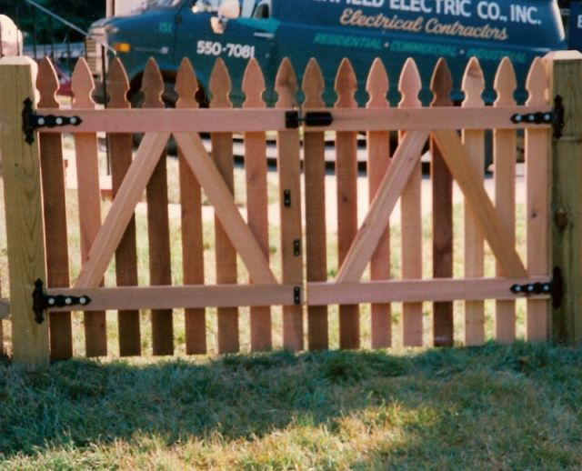 How To Build A Picket Fence Double Gate Diy Pinterest