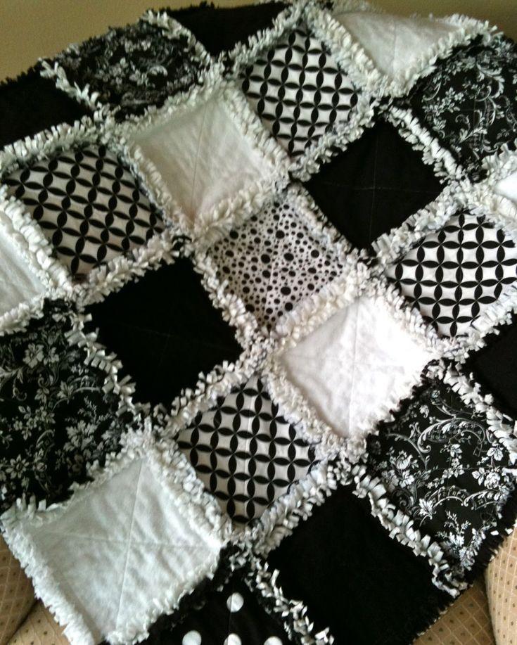 No pattern but I like it. ZeedleBeez: Black and White Rag Quilts