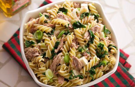 Salada de Macarrão, Espinafre,  1079     Alho Poró e Atum      Ingredientes     Massa:     - 165g de macarrão curto (cerca de 1/3 do p...