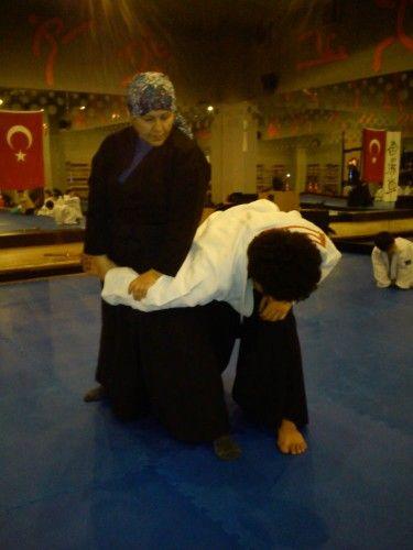 Antalyada Aikido Aikizen Dojoda Yapıpılır. Aikido çalışmalarında bedensel ve ruhsal denge çok önemli yer tutar. Yeni Aikido Kayıtlarımız Başladı Profesyonel Aikido Eğitimi Yaşam Enerjinizle ...