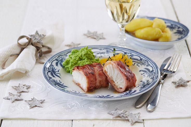 Lekre biter av torsk rullet i bacon og servert med gode norske poeter og ertepurè er juletradisjon for mange. Passer godt til jul, men også resten av året.