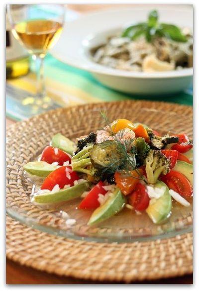 海老とロースト夏野菜のアボカド&トマトサラダ、イタリアンハーブドレッシング