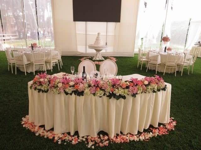25 best mesa de honor images on pinterest floral for Sillas para novios