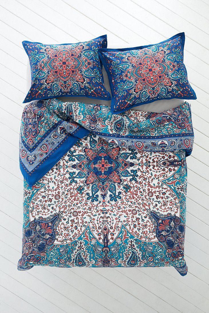 Plum & Bow Dandeli Medallion Duvet Cover - Urban Outfitters