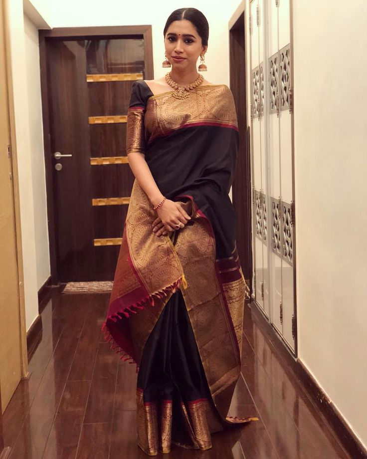 "17.7k Likes, 1 Comments - Aarti Ravi (@aarti.ravi) on Instagram: ""They say clothes don't make the woman but they damn sure make the day #traditionalbest…"""