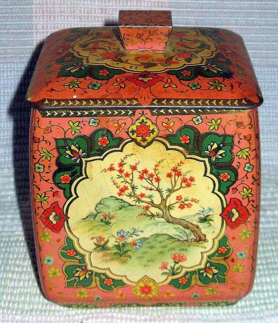 Vintage Dogwood Flower Design Tin by TALLPINESTRADINGPOST on Etsy, $20.00