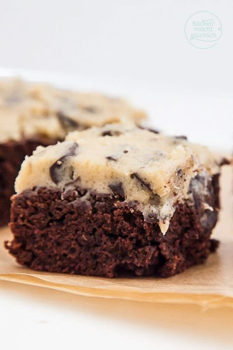 Brownies with biscuit topping (cookie dough)