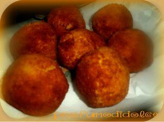 buonissimi i miei arancini......http://blog.giallozafferano.it/profumodidolce/gli-arancini-catanesi-specialita-della-cucina-siciliana/