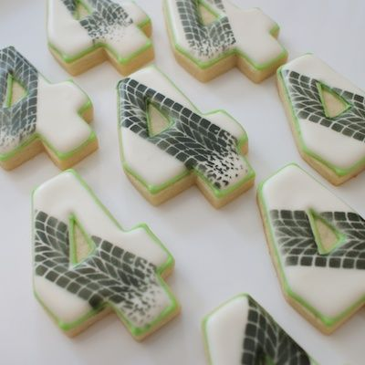 How amazing are these number cookies with tire marks - Here's the tutorial for making your own with a Stencil & airbrush.