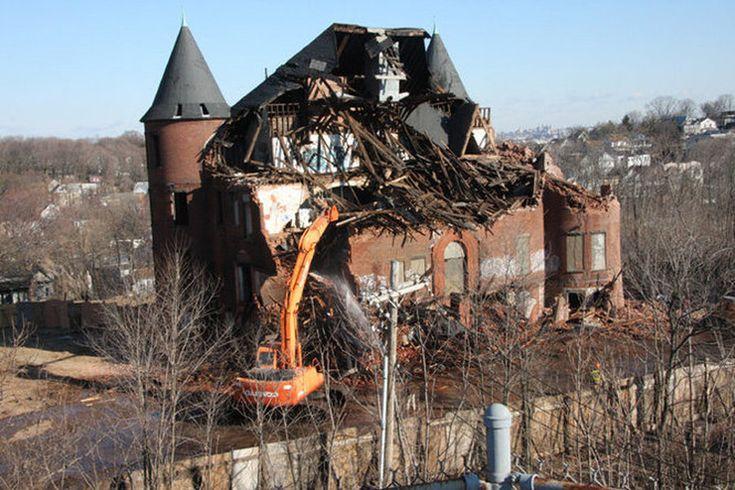Demolition of landmark Staten Island Hospital