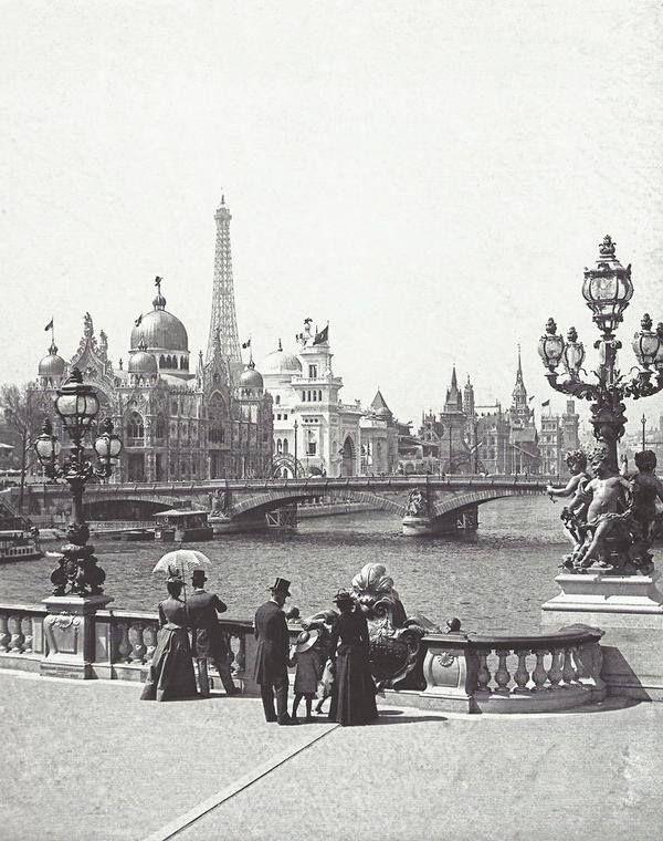 Paris en 1900 depuis le Pont Alexandre III