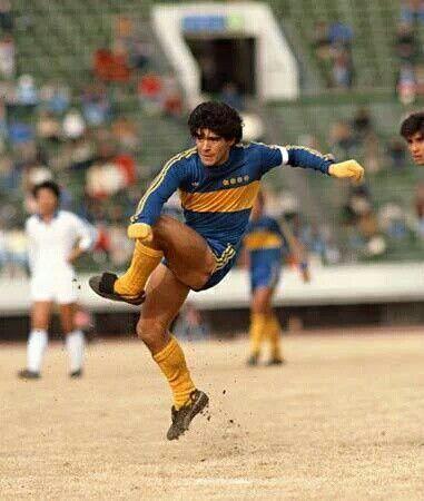 Con guantes....gira de Boca 01-1982.