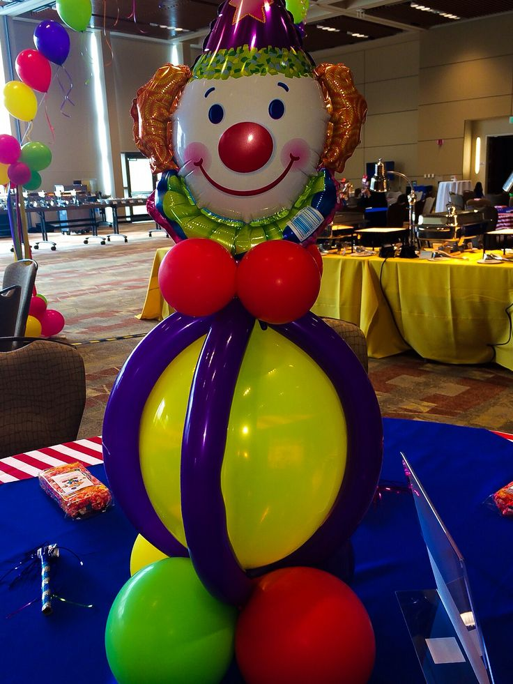 Clown balloon centerpiece for Alyssa's 1st birthday carnival/circus party. centerpieces by Tony Sellars of Party Fiestas.