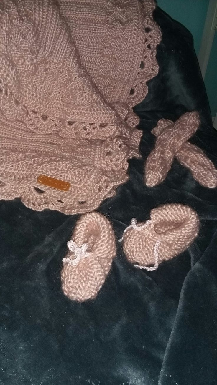 Baby strik.  Sokker, tæppe og sutsko