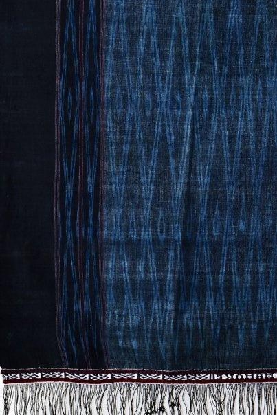 Ulos Sibolang warna biru indigo