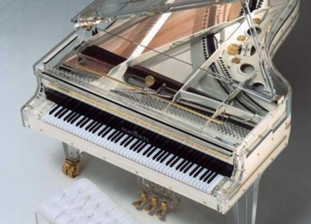 piano transparent gros plan