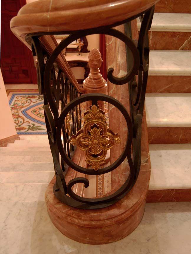 Pasamanos curvo en rojo alicante 1 integraci n con forja - Pasamanos escalera interior ...