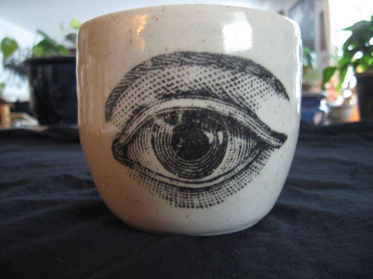 Taza de globo ocular de PirateRosePottery en Etsy https://www.etsy.com/es/listing/174449802/taza-de-globo-ocular