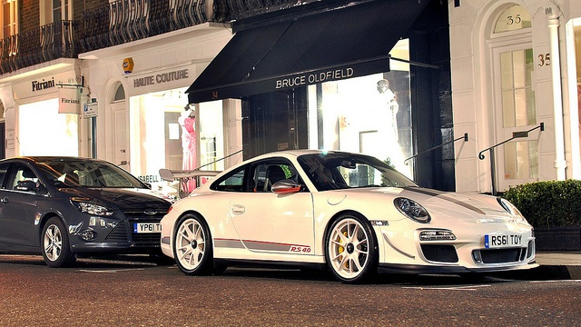 Former Porsche boss Wendelin Wiedeking starts new life as a pizzaiolo - http://www.whiteboardmag.com/former-porsche-boss-wendelin-wiedeking-starts-new-life-as-a-pizzaiolo/