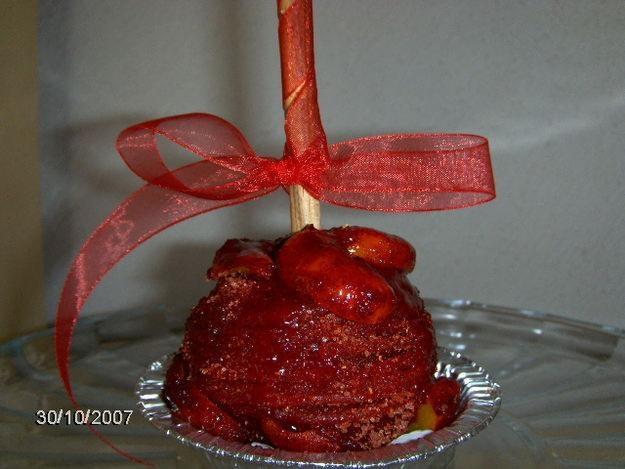 manzana con tamarindo, chamoy, y chilito mmmmmmmmmm.....