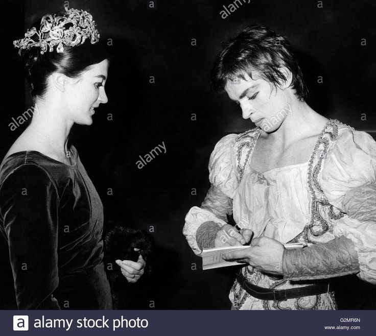 Download this stock image: rudolf nureyev and carla fracci,milan 1960-70 - G2MR6N from Alamy's library of millions of high resolution stock photos, illustrations and vectors.