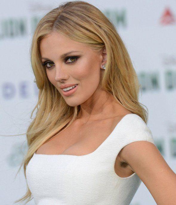 порно онлайн в баре блонд