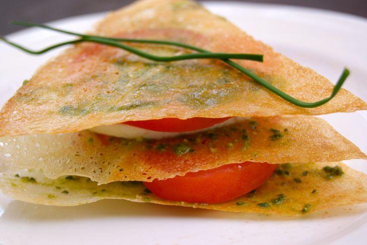 Découvrez la recette Mille-feuille de tomates-mozza au pesto sur cuisineactuelle.fr.