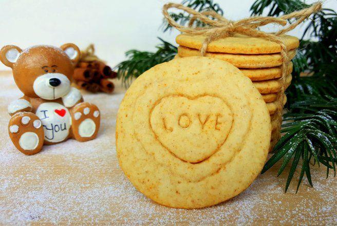 Retete Culinare - Biscuiti cu miere si scortisoara
