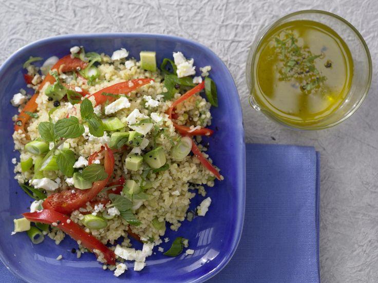 Bulgur-Avocado-Salat - mit Minze und Schafskäse - smarter - Kalorien: 514 Kcal - Zeit: 15 Min.   eatsmarter.de Ein perfektes Gericht zum Mitnehmen!