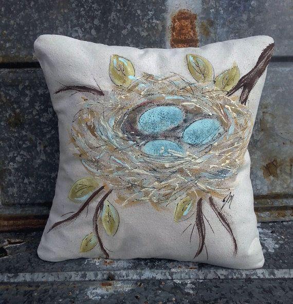 Decorative Bed Pillows Pinterest : 25+ best ideas about Decorative bed pillows on Pinterest Bed pillow arrangement, Pillow ...