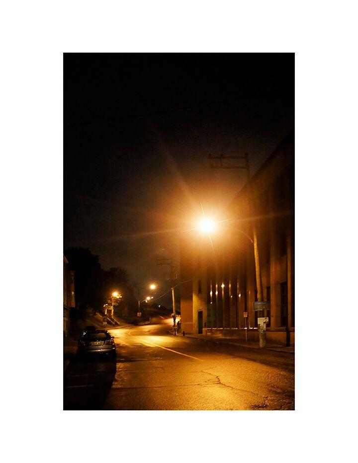 Hugues Poelman- Lévis la nuit (2014) Photographie 34 X 44 pouces - Prix : 100 $