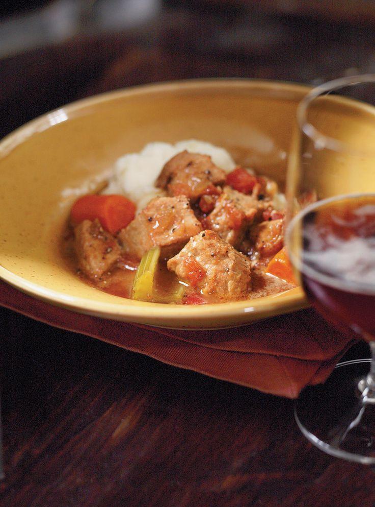 Recette Ricardo: Veau au cumin et à la bière, une recette de mijoteuse qui ne passera pas inaperçue! Ingrédients: cubes de veau, cumin moulu, oignon, carotte, bière brune...